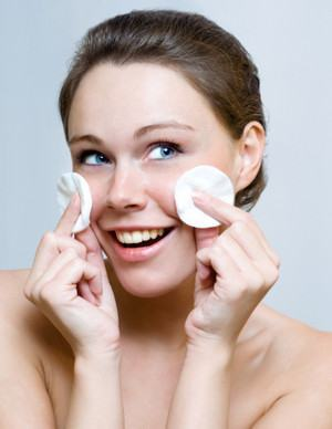 Como fazer limpeza de pele em casa